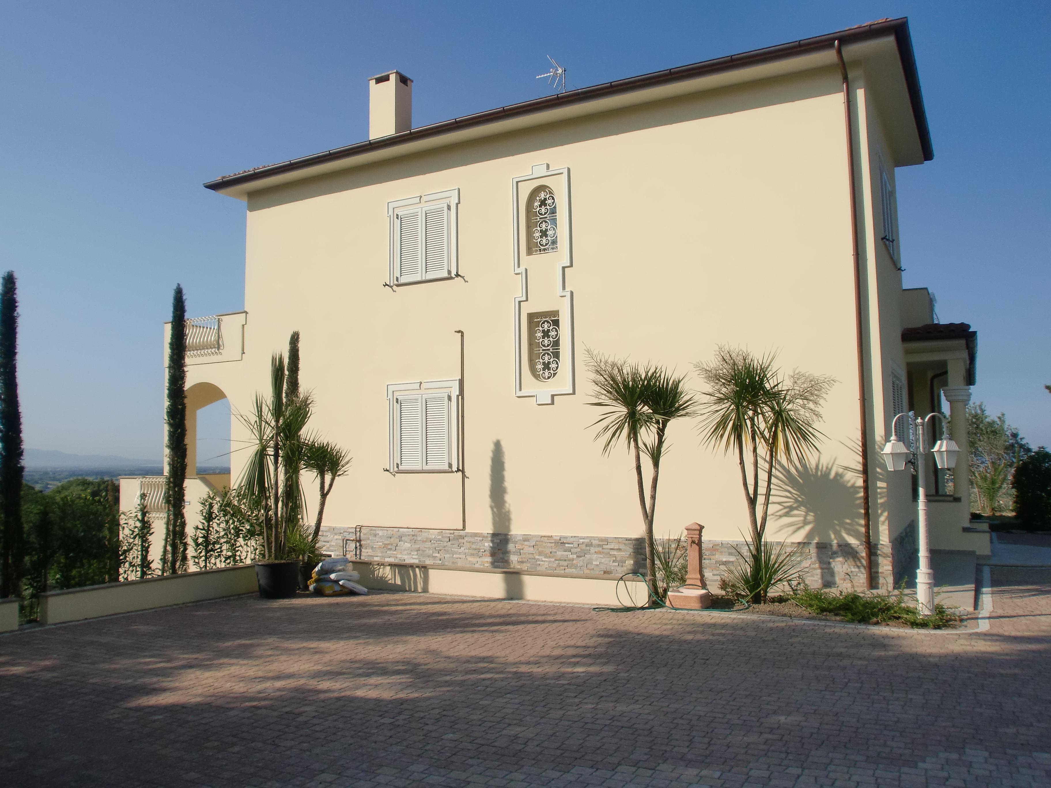 Cornici per finestre in polistirolo preintonacato for Cornici polistirolo